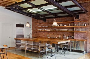 Industrial-kitchen-with-vintage-style-seating