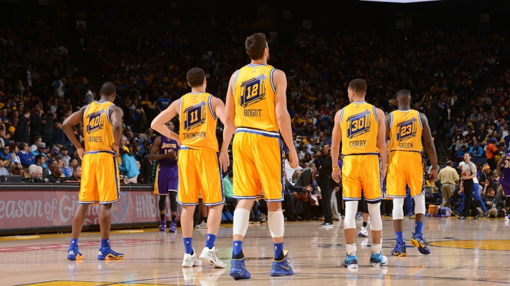 OAKLAND, CA - NOVEMBER 24: The Golden State Warriors during the game against the Los Angeles Lakers on November 24, 2015 at ORACLE Arena in Oakland, California. NOTE TO USER: User expressly acknowledges and agrees that, by downloading and or using this Photograph, user is consenting to the terms and conditions of the Getty Images License Agreement. Mandatory Copyright Notice: Copyright 2015 NBAE (Photo by Noah Graham/NBAE via Getty Images)